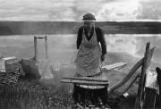 Änkefru Lovisa Alenius tvättar, Norra Tresund 1961